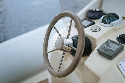 Steering wheel of motor boat - KIJF01029