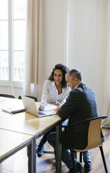 Business people working together in office - EBSF01902