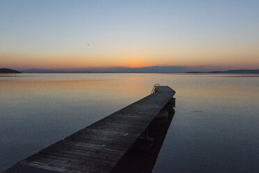 Italy, Umbria, Lake Trasimeno, jetty at sunset - LOMF00450