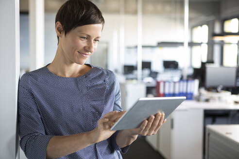 Businesswoman in office using tablet - RBF05229