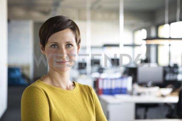 Portrait of confident businesswoman in office - RBF05235 - Rainer Berg/Westend61