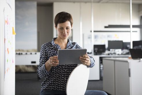 Businesswoman in office using tablet - RBF05253