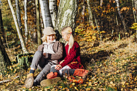 Hansel and Gretel, Boy and girl sitting in forest, talking - MJF02093