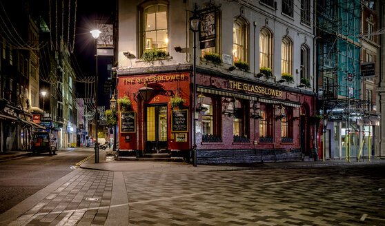 UK, London, pub at Glasshouse Street by night - MPA00103
