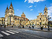 Italy, Sicily, Acireale, Piazza Duom with Acireale Cathedral and Basilica Santi Pietro Paolo - AM05127