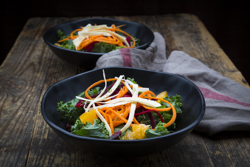 Salad with kale, beetroot, parsnips, carrots, orange and wolfsberries - LVF05683