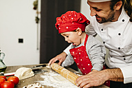 Father and son preparing pizza together - JRFF01082