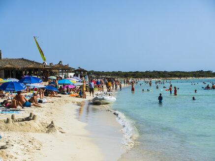 Spain, Majorca, crowded beach Es Trenc - AM05130