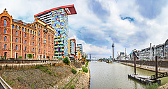Germany, Duesseldorf, view to Media harbour and Rhine Tower in the background - VT00572
