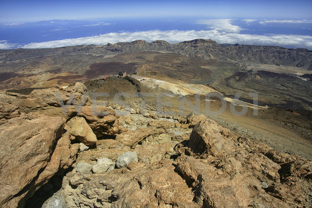 Spain, Tenerife, View from the Las Canadas caldera from the summit of Mount Teide - DSGF01293 - David Santiago Garcia/Westend61