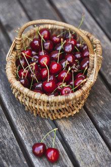 Wickerbasket of sweet cherries - GWF04915