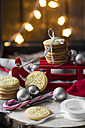 Christmas decoration with miniature sledge and shortbread - YFF00595