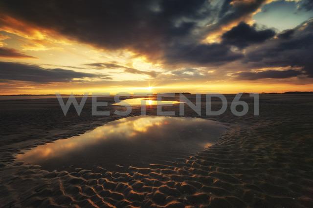 USA, South Carolina, sunset at Folly Beach - SMAF00652 - Scott Masterton/Westend61