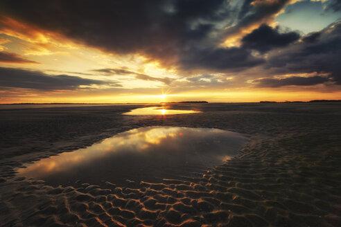 USA, South Carolina, sunset at Folly Beach - SMAF00652