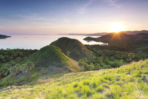 Indonesia, Nusa Tenggara Timur, Labuan Bajo, Amelia Sea View at twilight - FPF00121