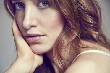 Portrait of redheaded woman  with hand on her face - SRYF00168