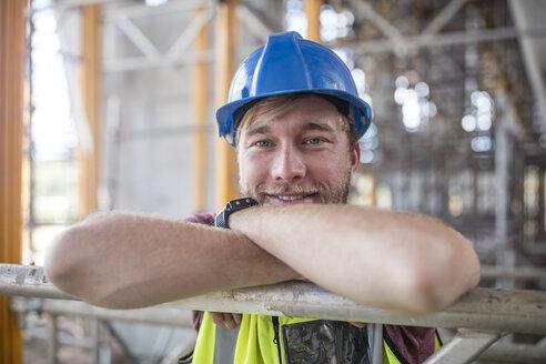 Construction worker on construction site, portrait - ZEF11886