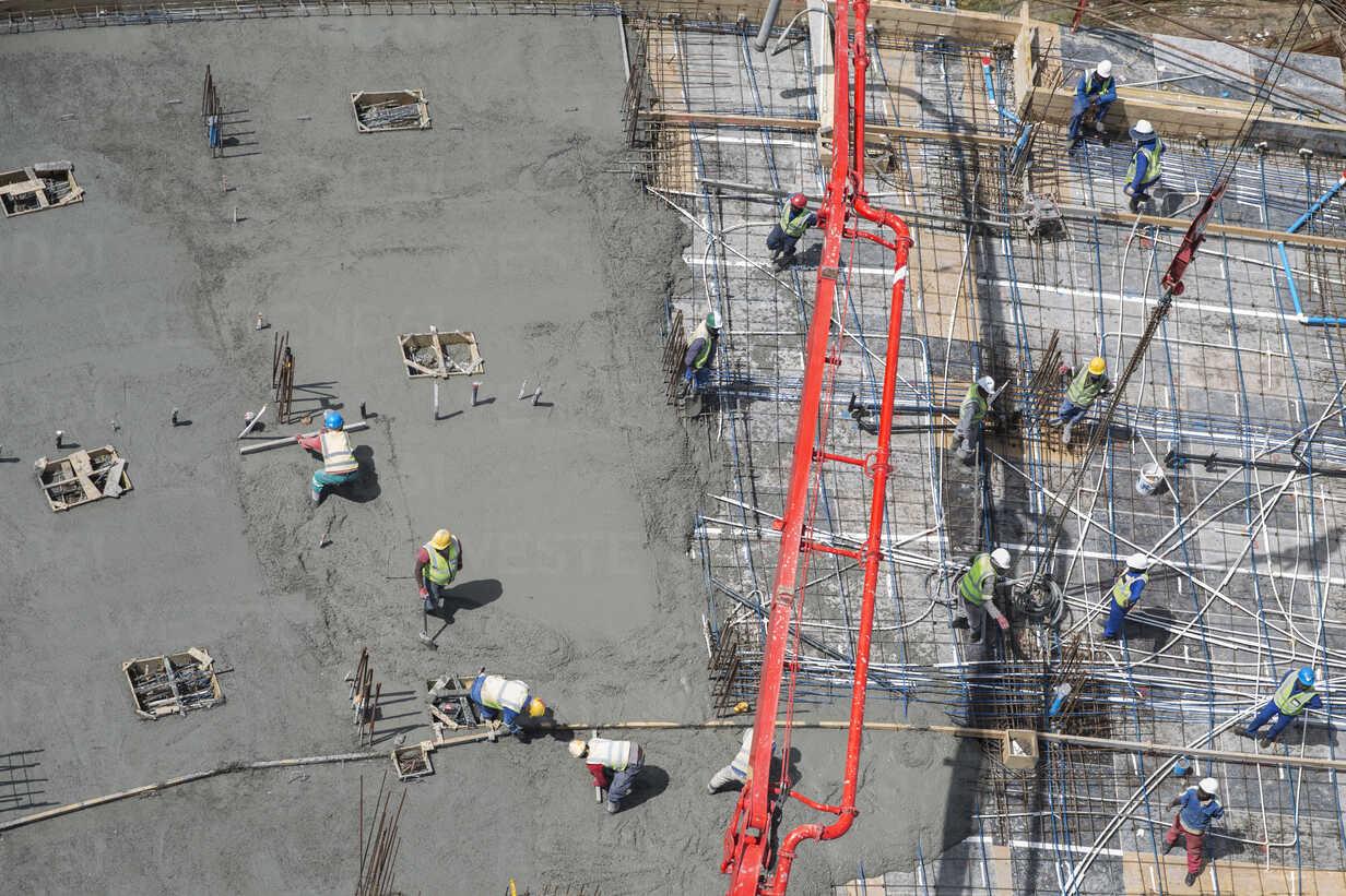 Bauarbeiter bei der Arbeit - ZEF11971 - zerocreatives/Westend61