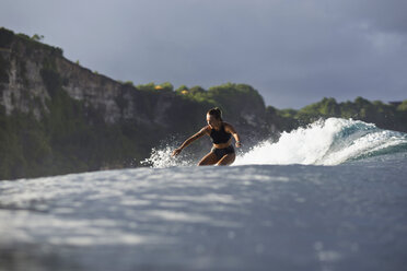 Indonesia, Bali, woman surfing - KNTF00592