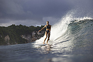 Indonesia, Bali, woman surfing - KNTF00598