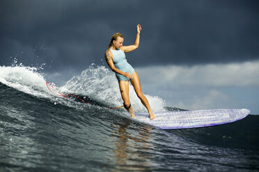 Indonesia, Bali, woman surfing - KNTF00601
