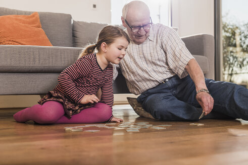 Grandfather and granddaughter playing memory - UUF09569