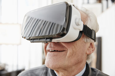 Senior man wearing VR glasses - RHF01702