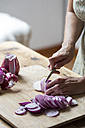 Woman preparing red onions for onion pesto - ALBF00053