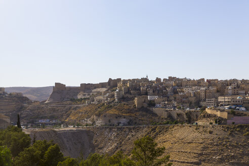 Jordan, Al-Karak, townscape with Kerak Crusader castle - MABF00422