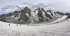 France, Chamonix, Grands Montets, Aiguille d' Argentiere, Aiguille du Chardonnet, group of mountaineers - ALRF00753