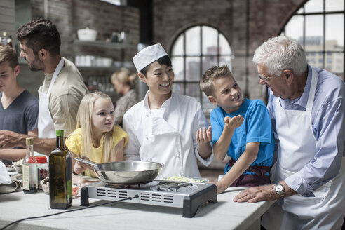 Kids and adults taking cooking course - ZEF12104