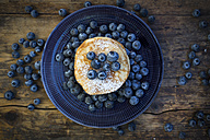 Pancakes with blueberries and icing sugar on plate - LVF05762