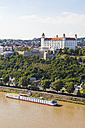 Slovakia, Bratislava, view to castle with river cruise ship on the Danube in the foreground - WDF03824