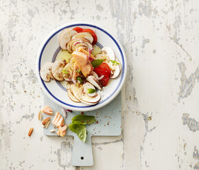 Hot-smoked salmon with champignons, onion, cherry tomatoes, almonds and olive oil - KSWF01769