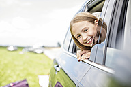 Girl sitting in car, looking out of window - WESTF22366