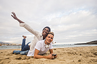 Happy young couple on the beach - SIPF01243