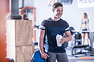 Smiling young man in gym - ZEF12255
