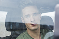 Portrait of young man in a car - SIPF01245