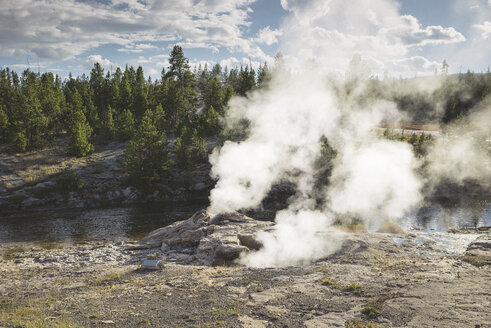 USA, Wyoming, Yellowstone National Park, geyser - EPF00218