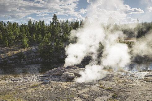USA, Wyoming, Yellowstone National Park, geyser - EPF00218