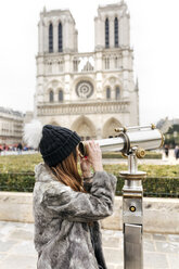 France, Paris, tourist using telescope in front of Notre Dame - MGOF02726