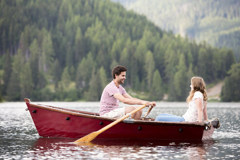 Young couple in rowing boat on the lake - HAPF01282