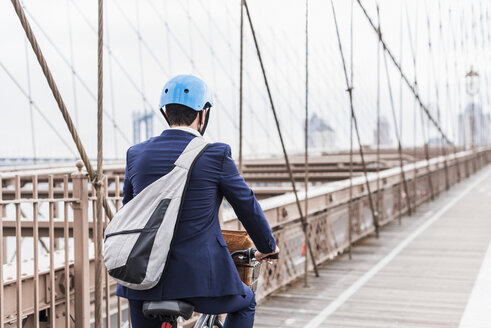 USA, New York City, man on bicycle on Brooklyn Bridge - UUF09665