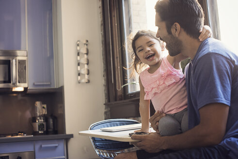 Father and daughter in kitchen - WESTF22512