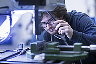Man at work in a factory - SGF02090