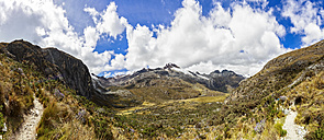 Peru, Andes, Cordillera Blanca, Huascaran National Park, Nevado Yanapaccha and small lagoon - FOF08526