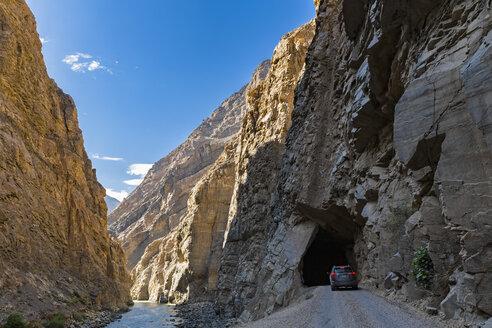 Peru, Andes, Cordillera Negra, SUV on Road 3N, Canon del Pato and Rio Santa - FOF08541