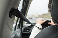 Woman in car with safety belt - SIPF01266