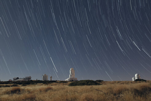 Spain, Tenerife, star trails over Teide observatory - DHC00036