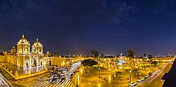 Peru, La Libertad, Trujillo, Plaza de Armas, Cathedral and Liberation Monument at night - FOF08624